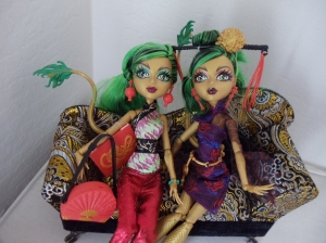 Mattel's Interpretation of Chinese Dragon Imagery in the Character of Jinafire Long from Monster High